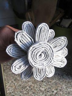 STELLEDILATTA: Bouquet celeste . . . . . . . . . . . di carta riciclata Newspaper Crafts, Happy Mothers Day, Flower Arrangements, Baskets, Collage, Diy, Blog, Newspaper Art, Ropes