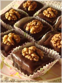 Food network recipes 529595237416561730 - Gourmandises sans cuisson Source by sihambouh Valentine Desserts, Mini Desserts, Cookie Desserts, Dessert Recipes, French Macaroon Recipes, Halva Recipe, Eid Cake, Fondant Cake Designs, Algerian Recipes