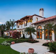 Spanish Style Home/House Exterior this one is better @Vanessa Vargas @Angel Yanez: