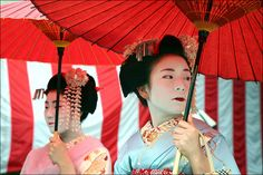 Maiko with red parasol