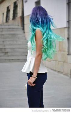 Cabelos Pintados de Azul - http://www.clubebeleza.com/blog/cabelos/cabelos-pintados-de-azul/