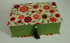 Caixa de Bijoux forrada com tecido 100% algodão, com bandeja removível e divisórias Várias opções de tecido. Tamanho: P, M, G R$ 70,00