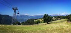 Rittner Seilbahn bei Oberbozen, Im Hintergrund der Mendelkamm