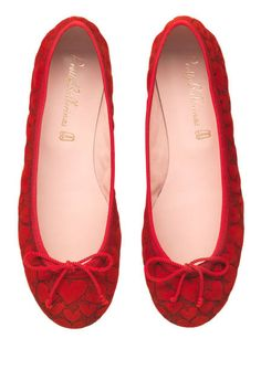 Scarlet Fever: Red Accessories and Beauty Picks Sweetheart flats from Pretty Ballerinas Ballerina Shoes, Ballet Flats, Lace Flats, Oxfords, Pretty Ballerinas, Red Accessories, Love Is In The Air, All About Shoes, Kinds Of Shoes