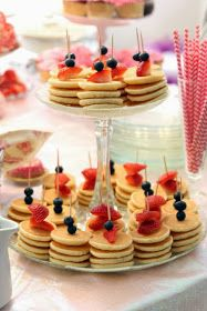 Pancake skewers are the perfect appetizers for a brunch party. - Pancake skewers are the perfect appetizers for a brunch party. Pancake skewers are the perfect appetizers for a brunch party. Wedding Reception Food, Brunch Wedding, Summer Wedding, Wedding Breakfast, Buffet Wedding, Food Ideas For Wedding, Unique Wedding Food, Wedding Foods, Wedding Receptions