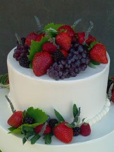 how to cut a round fruit wedding cake 14 inch 2 layer cake with assorted fruit on top for 15620