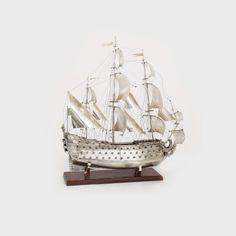 """""""Le Soleil Royal"""" - impunătoare corabie din argint A doua jumătate a sec. XX, Atelier Florența, Italia argint 925 turnat, presat, polisat, 79 x 70 x 27 cm, 4.058 g Valoare estimativă: € 6.000 - 8.000"""