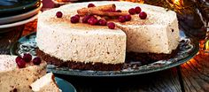 Kanelijuustokakku Gourmet Food Gifts, Gourmet Recipes, Sweet Recipes, Finnish Recipes, Food Gift Baskets, Cheesecake Recipes, Cheesecakes, Vanilla Cake, Kaneli