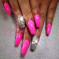 I like these nails, usually I don't like rhinestone but I Love this.