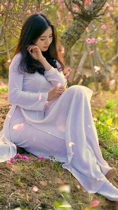 Best 12 Beautiful Vietnamese Women – Page 671951206880779478 Beautiful Vietnamese Women, Beautiful Asian Women, Vietnamese Clothing, Vietnamese Dress, Vietnamese Traditional Dress, Traditional Dresses, Oriental Fashion, Asian Fashion, Ao Dai