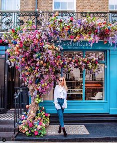 Check out amazing new heels for Amazing Flowers, Beautiful Flowers, Beautiful Places, Flower Cafe, Flower Shop Design, Cute Cafe, Coffee Shop Design, Flower Aesthetic, Arte Floral