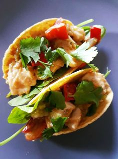 All you need is 15 minutes for these quick Chicken Satay Tacos. Pop everything on the table and let your family fill their own tacos. Healthy Mummy Recipes, Healthy Meals, New Recipes, Easy Meals, Cooking Recipes, Chicken Satay, Chicken Wraps, Food Dishes, Food Food