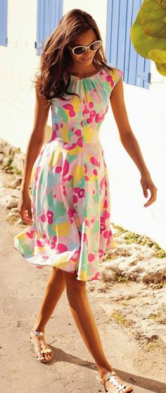 Fashion trends | Spring printed dress, flats