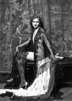 Alfred Cheney Johnston: Ziegfeld Follies girl Anne Lee Patterson, 1931