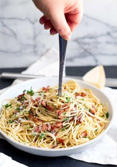 This Easy Garlic Bacon Pasta Recipe is going to be your go-to weeknight meal when you need a quick dinner on the table in just 10 minutes. Bacon Pasta Recipes, Chicken Bacon Pasta, Bacon Dishes, Baby Food Recipes, Cooking Recipes, Food Baby, Rice Dishes, Free Recipes, Easy Recipes