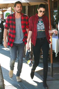 Kendall Jenner & Scott Disick Match in Red Flannel Shirts During Lunch: Photo Kendall Jenner rocks a red flannel shirt while grabbing a bite to eat at Il Pastaio on Tuesday (November in Beverly Hills, Calif. The model was… Robert Kardashian, Khloe Kardashian, Kardashian Kollection, Kris Jenner, Kendall Jenner Style, Teen Choice Awards, Kanye West, Scott Disick Style, Estilo Jenner
