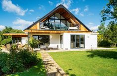 A bungalow in Worcestershire has been transformed into a chalet-style home Bungalow Conversion, Dormer Loft Conversion, Loft Conversions, Loft Conversion With Balcony, Barn Conversion Exterior, Bungalow Extensions, House Extensions, Chalet Modern, Dormer Bungalow
