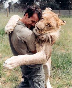 * Leão * com Kevin Richardson.