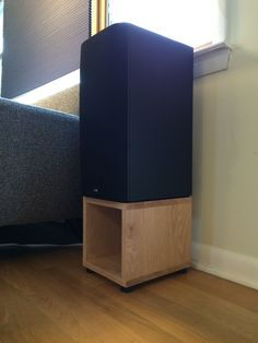 Oak speaker stands. Simple speaker stands made of oak, using dowels and glue for the joints.