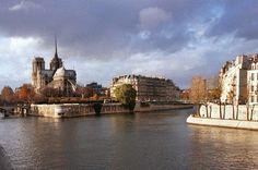 Balade à vélo dans Paris. Découvrez Paris au fil de l'eau! Paris bike tour! Discover Paris with the eyes of a local!  http://www.good-spot.com/fr/pages/balade-a-velo-dans-paris-eau-de-paris-spot-206.php