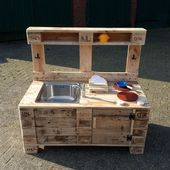 Shop & kitchen - mud kitchen made of pallets with hose connection - a . Mud Kitchen, Woodworking Guide, Woodworking Projects, Living Environment, Detailed Drawings, Tshirt Colors, Small Ponds, Staging, Cushions