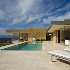 California home by Swatt Miers Architects faces out over San Francisco Bay
