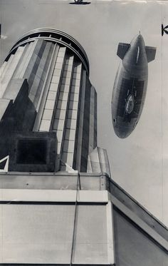 Stepping back to the Art Deco period in this 1931 photo of the Empire State Building with the zeppelin, Columbia passing overhead. The Empire State. Art Deco, Art Nouveau, Empire State Building, Old Photos, Vintage Photos, Vintage Ideas, Deco New York, Columbia, Vintage New York