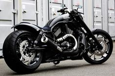Harley V-Rod- if I EVER thought about having a motorcycle...this is THE ONE!