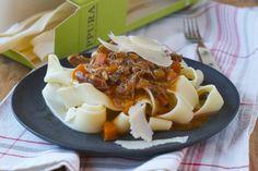 Ragout Bolognese-Art und beste Pasta für einen wirklich guten Zweck! Ragout Bolognese, Pasta, Cabbage, Vegetables, Cooking, Food, Side Dishes, Chef Recipes, Kitchen