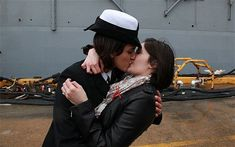 Women sailors share first gay kiss in US Navy