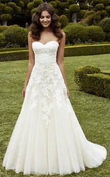 Traditional Sweetheart Chiffon A-Line Gown With Lace Applique