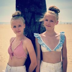 Time to go surfing 🏄🏼‍♀️💗🏄🏼‍♀️ Preteen Girls Fashion, Teen Girl Outfits, Tween Girls, Beautiful Little Girls, Cute Little Girls, Mädchen In Leggings, Little Girl Pictures, Little Girl Leggings, Teen Girl Poses