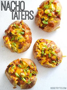 Pile your favorite nacho toppings into a baked potato for a filling and meal-worthy version of your favorite junk food: Nacho taters. Step by step photos. Vegetarian Recipes, Cooking Recipes, Microwave Recipes, Vegetarian Dinners, Foods To Avoid, Budget Meals, Nachos, Potato Recipes, Food Recipes