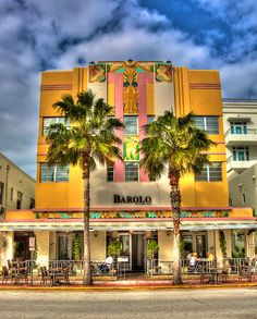 #REalPalmTrees Washingtonia Robusta in Miami Beach - Paradise - ✮ Art Deco facade on Miami Beach