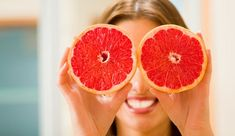 The grapefruit diet is increasingly used to help you lose weight quickly but also in healthy way. Grapefruit Diet: How To Lose Weight In A Healthy Way Healthy Tips, Healthy Choices, How To Stay Healthy, Healthy Snacks, Grapefruit Benefits, Grapefruit Diet, Health And Beauty, Health And Wellness, Health Care