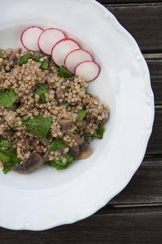 Houbová pohanka s rukolou Polenta, Quinoa, Grains, Recipies, Rice, Beef, Food, Diet, Recipes