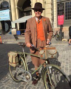 2016 var ett år då vi körde på samma cyklar som 2015. Vintagemannen på sin ljusgröna Hermes 1944 och VintageQ på sin röda Crescent 1952. Förlåt att jag är så sen att rapportera. Från och med nu ska…