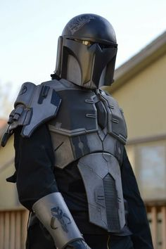 Reminds me of lotr :) I love the quiver! Mandalorian Costume, Mandalorian Armor, Star Wars Helmet, Star Wars Rpg, Legolas And Tauriel, Cuadros Star Wars, Star Wars Concept Art, Armor Concept, Star Destroyer
