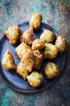 Delicious crisp cod acras, a recipe from the West Indies – Car stickers Mini Aperitivos, Mini Appetizers, Tandoori Chicken, Food Dishes, Entrees, Crisp, Food And Drink, Cooking Recipes, Yummy Food