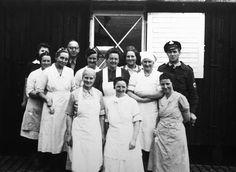 Bernadotte-aktionen. Køkkenpersonalet på karantænestationen i Padborg i april-maj 1945. Hjemvendte fanger fra koncentrationslejre undersøgtes på karantænestationen  Tidsperiode og årstal Datering:Mellem April 1945 og Maj 1945 - See more at: http://samlinger.natmus.dk/FHM/14569#sthash.pGfZG9tz.dpuf