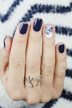 Toss your gloves: Cool and awesome nail winter designs