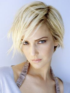 What are the trends for short hair this season? Short bob hairstyles have never truly gone out of fashion. Medium Short Haircuts, Short Bob Hairstyles, Short Hair Cuts, Cool Hairstyles, Short Hair Styles, Blonde Hair Pictures, Corte Y Color, Cut My Hair, Great Hair