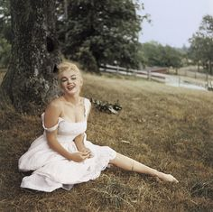 How to Get Marilyn Monroe's Bombshell Summer Style