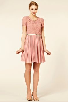 Such a cute, simple, and sophisticated dress. I want it!