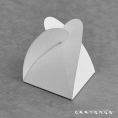 Free template for triangle folding box - kind of has a windmill/flowery look?