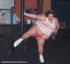 Hooters Has One Best Beers and Chicken Wings ---- funny pictures hilarious jokes meme humor walmart fails Pole Dance, Crazy People, Funny People, Gross People, Johnny Depp, Steelers Cheerleaders, Oh Hell No, People Of Walmart, College Humor