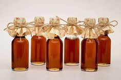 These miniature maple syrup bottles will complete your Fall-themed wedding.