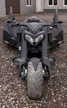 Custom-Made Motorcycle Trike Inspired By Tim Burton's Batmobile — GeekTyrant
