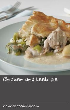 A classic recipe for chicken and leeks in a white sauce topped with shortcrust pastry. Clam Recipes, Best Chicken Recipes, Pie Recipes, Snack Recipes, Snacks, Chicken And Leek Pie, White Sauce Recipes, Good Food, Yummy Food