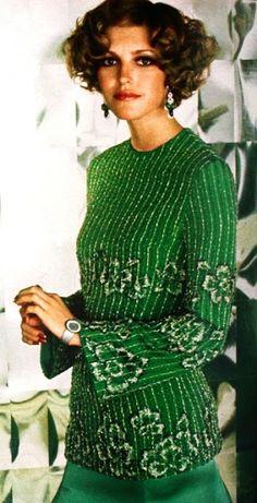 : Precious evening gown in bright green by Uli Richter, watch Piaget, photo Hado Prützmann. Seventies Fashion, 70s Fashion, Fashion History, Vintage Fashion, Fashion Magazines, Patti Hansen, Lauren Hutton, Mode Vintage, Vintage Style